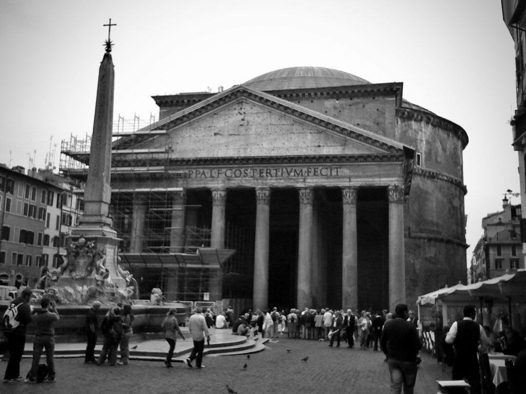 the pantheon in rome in black and white