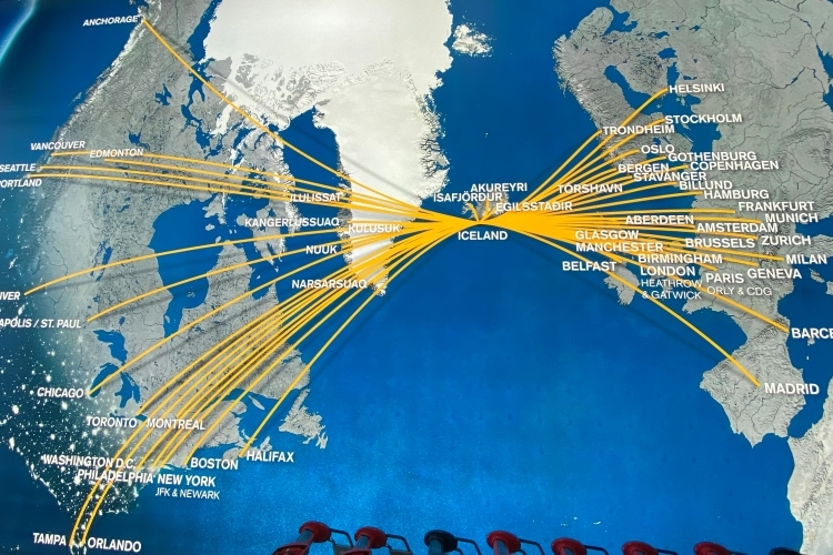 Map showing the routes to Iceland from north america and europe